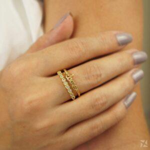 Anel Love com Fileira de Zircônia Folheado a Ouro