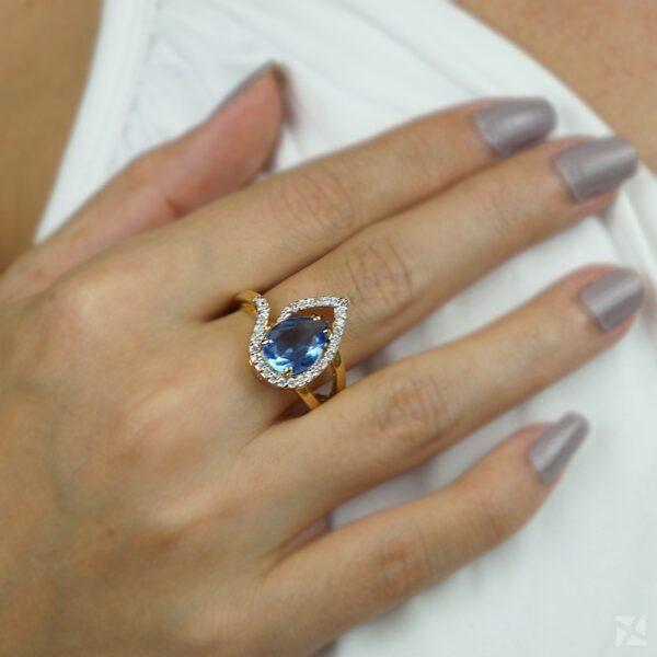 Anel com Pedra Natural Azul e Zircônias