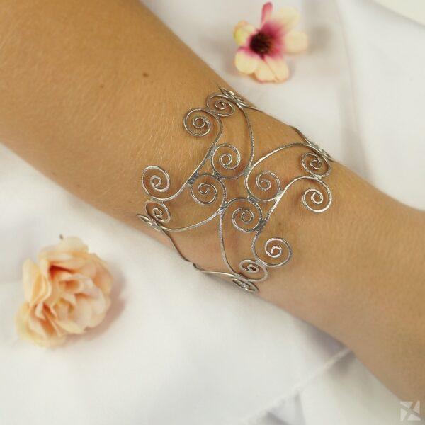 Bracelete Feminino Estilizado folheado em Ouro Branco