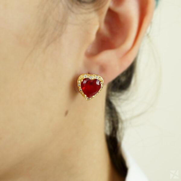 Brinco de Coração com Zircônia Vermelha