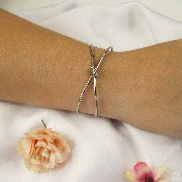 Bracelete Nó com detalhes vazados folheado em ouro branco