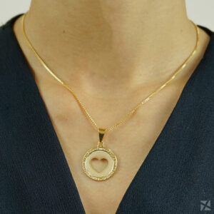 Colar Medalha de Coração Vazado folheado em ouro 18k