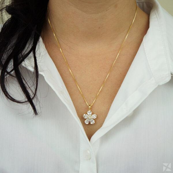 Colar de Pingente de Flor cravejado com zircônias