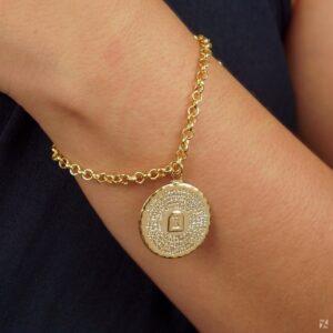 Pulseira com medalha Dez Mandamentos folheada em ouro 18k