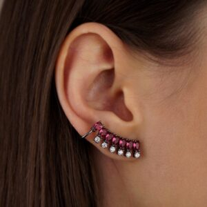 Brinco ear cuff com pedras rubi e zircônias em ródio negro