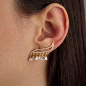 Brinco ear cuff com gotinhas de zircônias folheado em ouro 18K