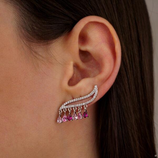 Brinco ear cuff com gotinhas rosas folheado em ouro branco