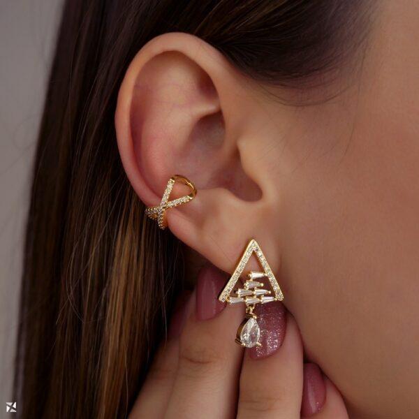 Piercing de pressão para orelha cruzado com zircônias banhado em ouro 18k