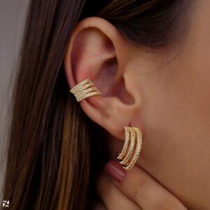 Piercing de pressão para orelha com quatro fios de zircônia banhado em ouro 18k