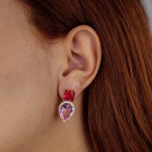 Brinco com quadrado rubi e gota rosa detalhada com zircônias banhado em ouro 18k