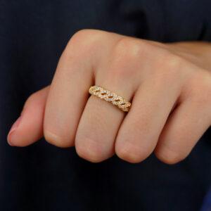 Anel com detalhe trançado cravejado de zircônias banhado em ouro 18K