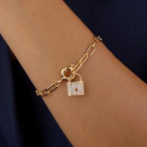 Pulseira corrente cartier com pingente de cadeado banhada em ouro 18k
