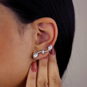 Brinco ear cuff com zircônias cravejadas banhado em ouro branco