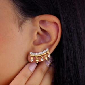 Brinco ear cuff com bolinhas e zircônias banhado em ouro 18k