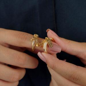 Anel com pingentes de trevo e sorte com zircônias banhado ouro 18k