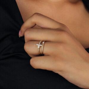 Kit de anéis solitário com aparador cravejado de zircônias banhado em ouro 18k