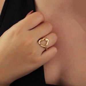 Anel de coração vazado com zircônia banhado em ouro 18k