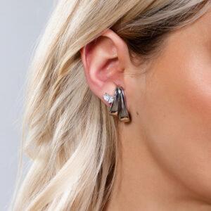 Brinco ear hook dois fios com detalhe de zircônia banhado em ouro branco