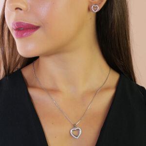 Conjunto colar e brinco de coração cravejado de zircônias banhado em ouro branco